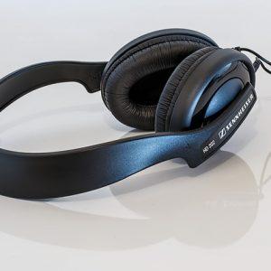 headphones-391350_640