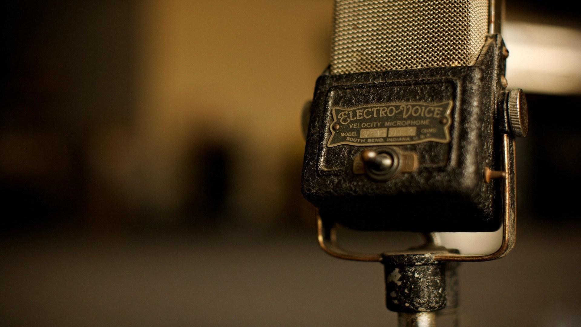 6968865-microphone-vintage-old-music
