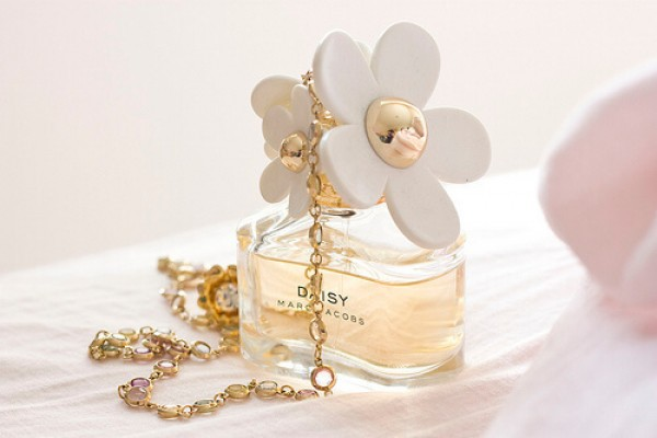 parfum-9cf0f9664-9fa4-eb00-cde2-0e036f26cdd21E00E147-986E-69DB-6BF4-1D9F75CB44FE.jpg