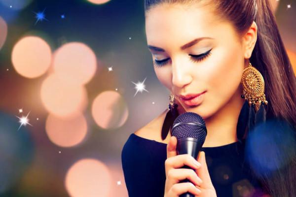 singer-gallery-3534966E4-DBC3-63AC-DEB8-4C0D8C28D3B9.jpg