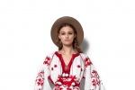 holding-ukrainian-dress1719a242-1c42-80a0-ef60-85259dbd929e5979A940-FF30-3DD5-7B1A-2CA381355983.jpg